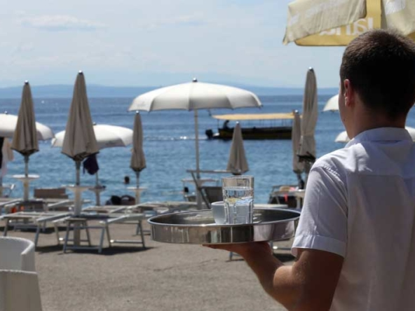 Coronavirus vaccination delays could negatively impact tourism